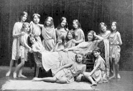 Isadora Duncan, surrounded by her young students.